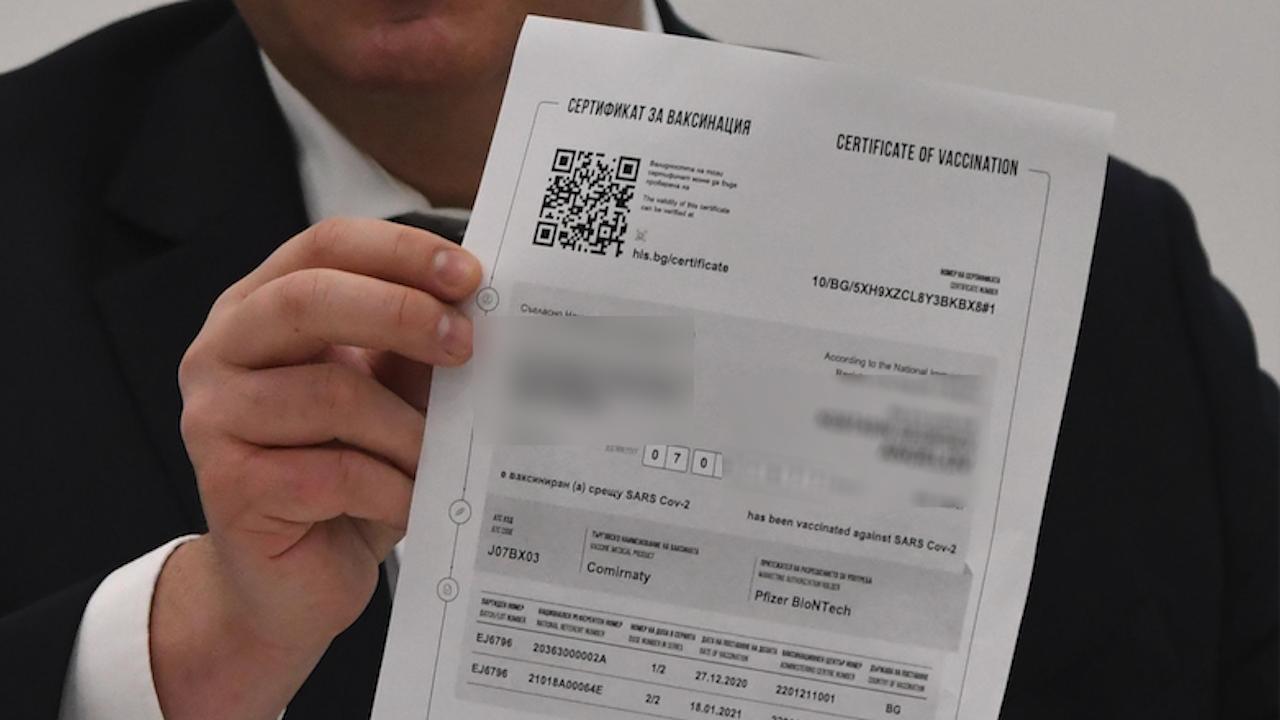 Разбиха схема за издаване на фалшиви сертификати за ваксинация
