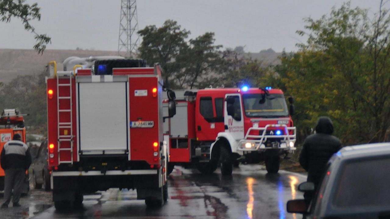 Катастрофа затруднява движението на околовръстния път край Търговище