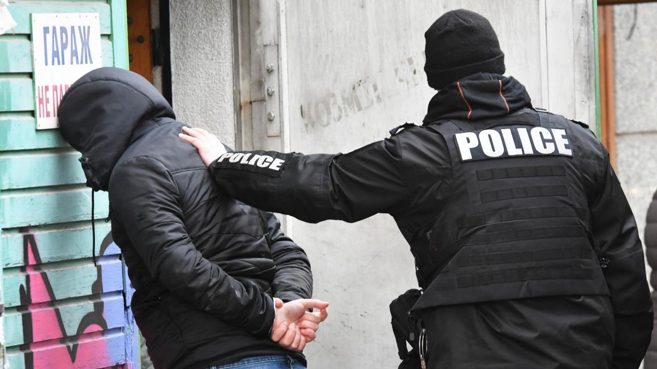 Образувано е досъдебно производство срещу задържаните за фалшивите сертификати във Велико Търново