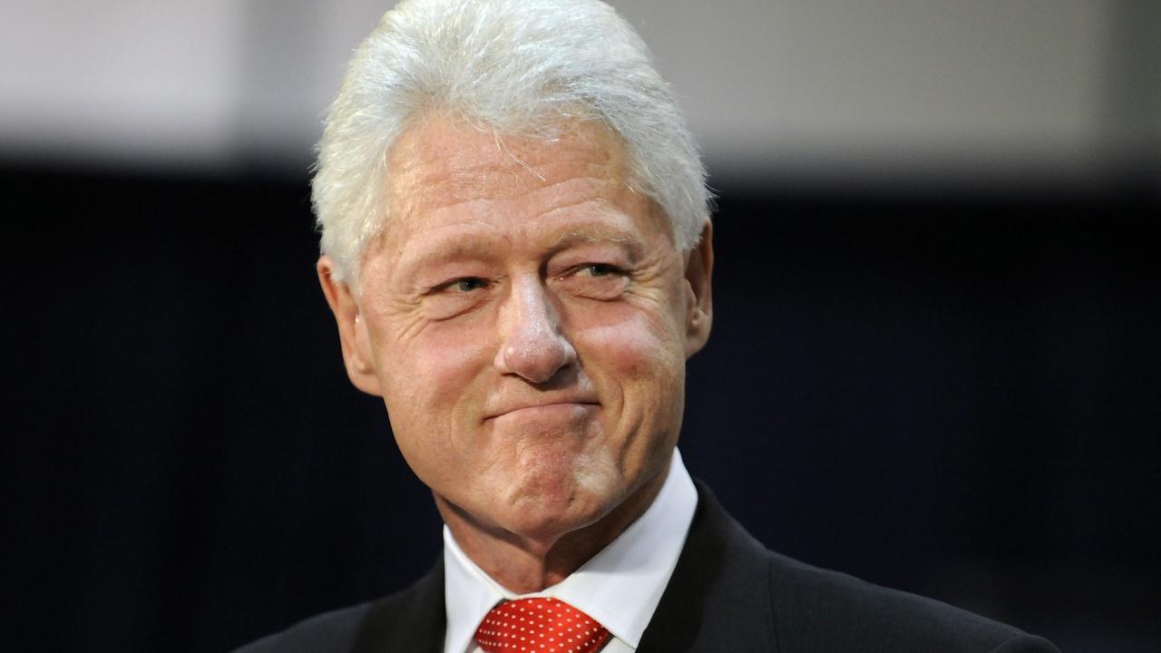 Бил Клинтън остава в болница