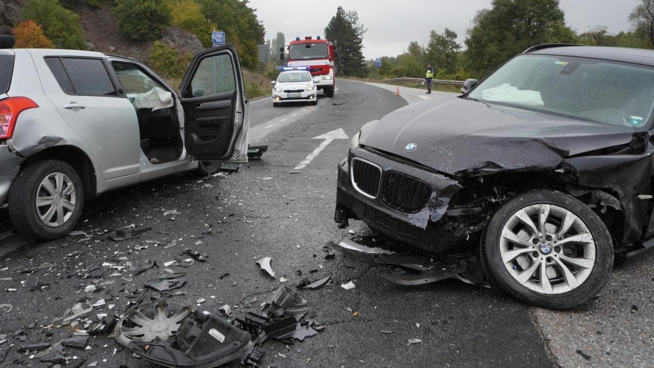 Двама души пострадаха при челна катастрофа в Хасковско