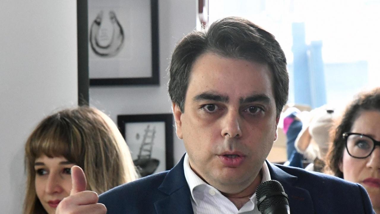 Асен Василев: Хората, които са крали, да отидат в затвора