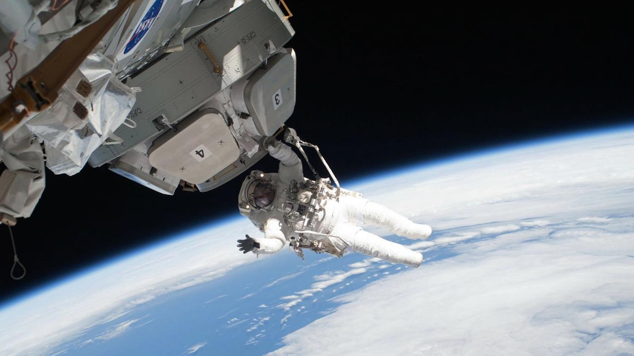 Руснаци заснеха първите в света филмови сцени в Космоса