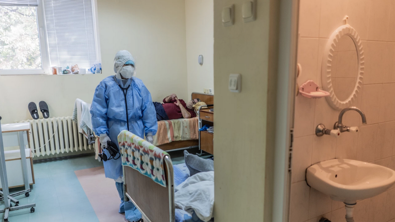 """Болница """"Св. Анна"""" в София - от 168 пациенти с коронавирус шестима са ваксинирани"""