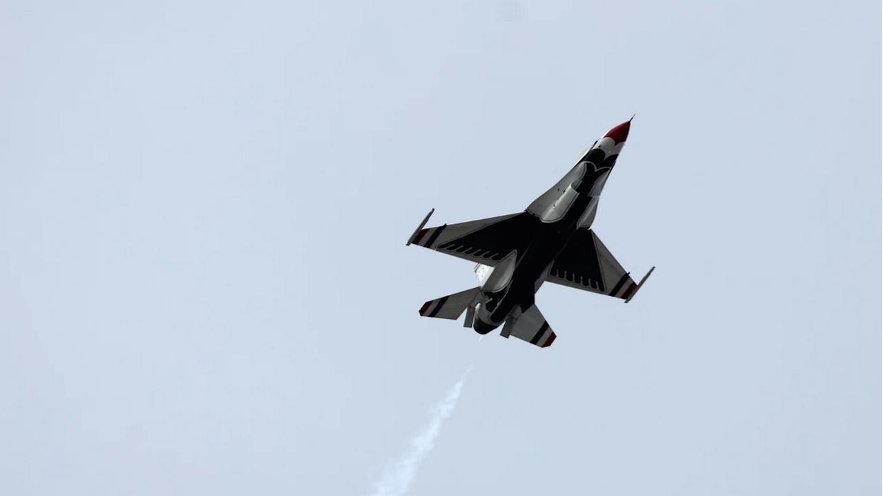 Напрежение над Японско море - руски изтребител ескортира американски бомбардировач