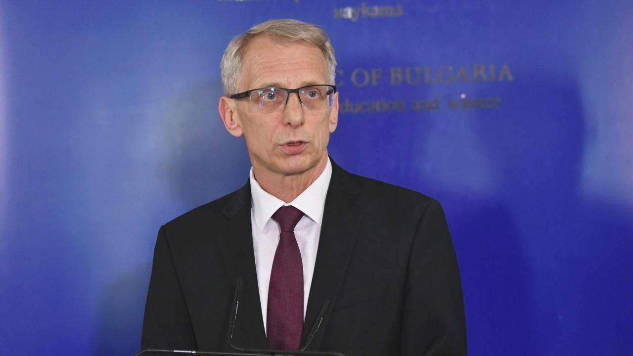 Министър Денков разкри най-големите проблеми на образованието и кой трябва да решава за дистанционното обучение