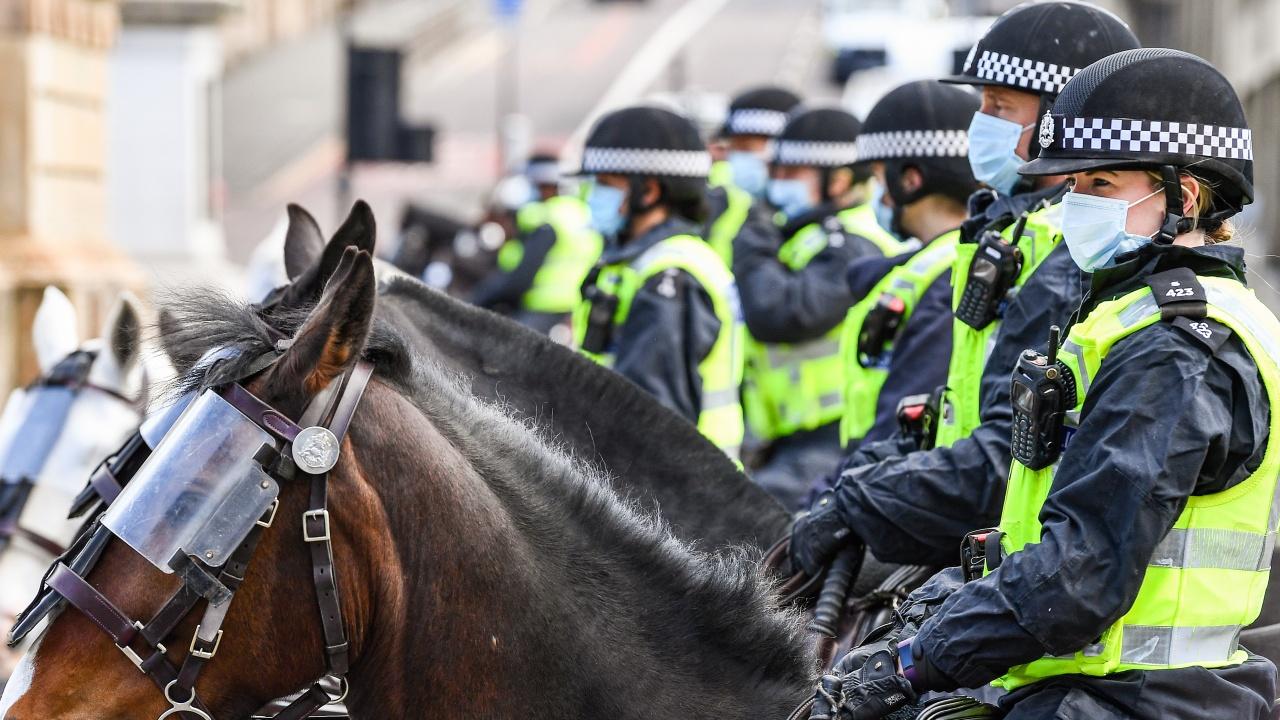 Британското правителство разглежда възможността за полицейска защита за депутатите