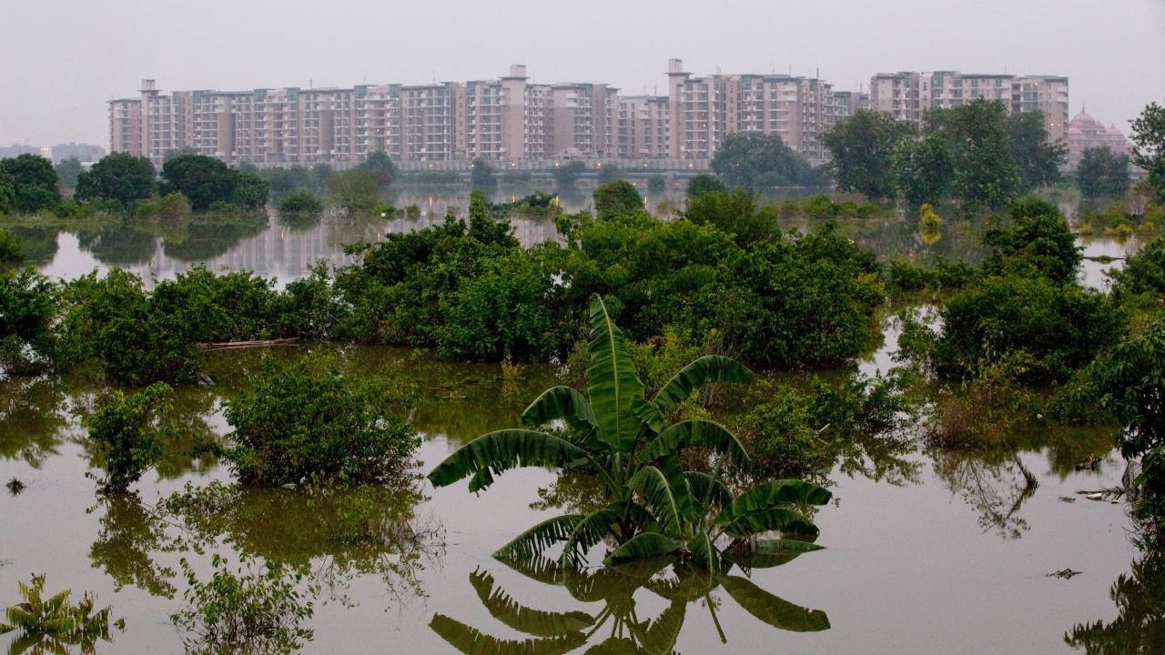Над 20 загинали при наводнения в Индия