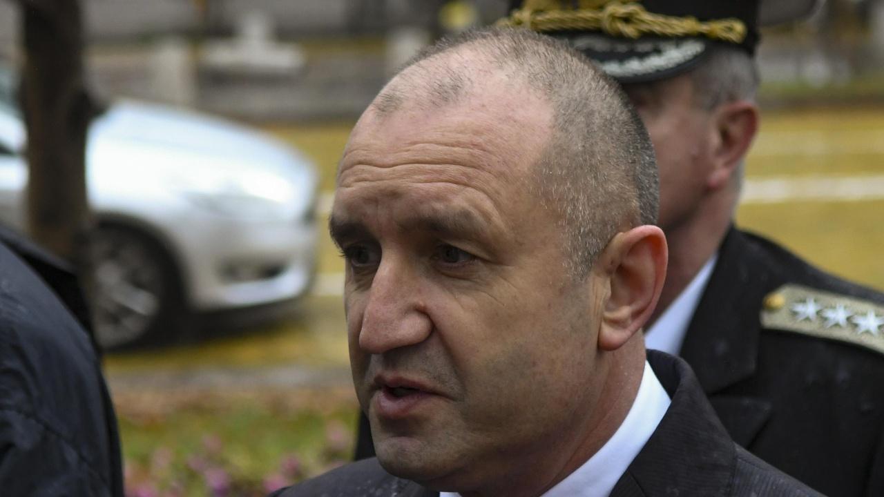 Румен Радев търси решение на проблема с високите цени на тока и газа