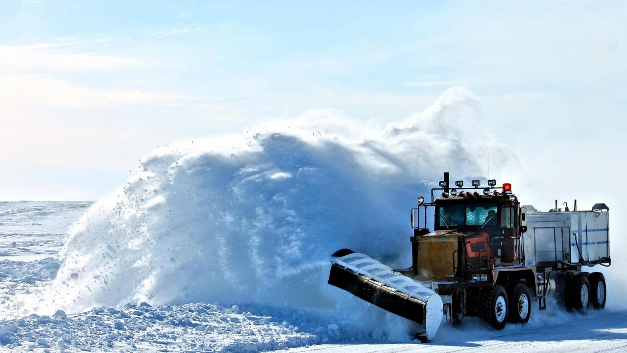 Община Перник наема пет снегорина и товарач