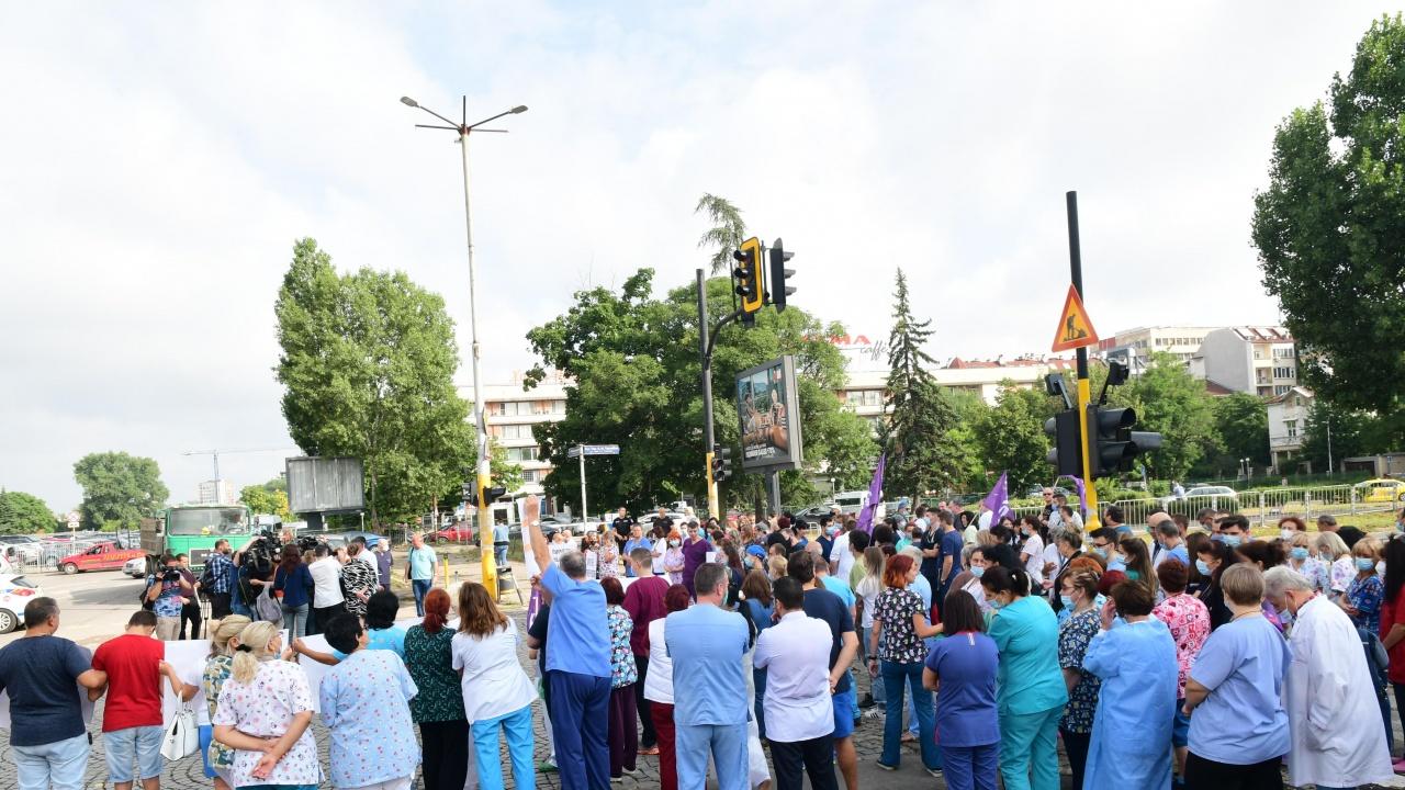 Медици излизат на масов протест пред Министерството на здравеопазването