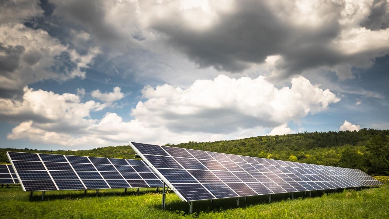 Заради скъпия ток, фирми търсят евтини парцели за солари