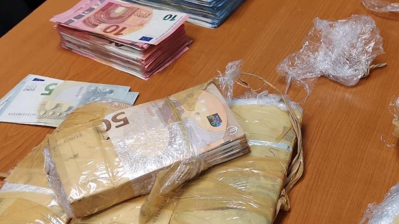 100 000 недекларирани евро установиха митничари