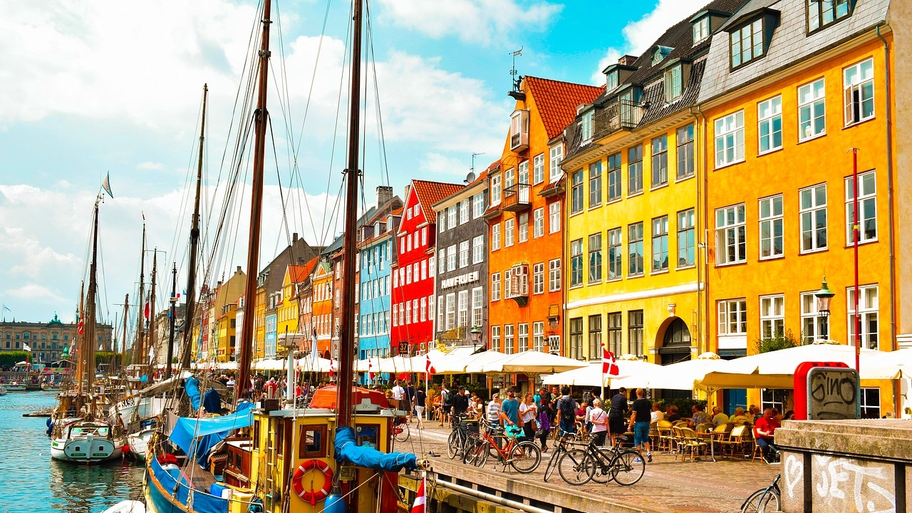 Дания освобождава от ограничения при влизане в страната европейските граждани със сертификати за COVID-19