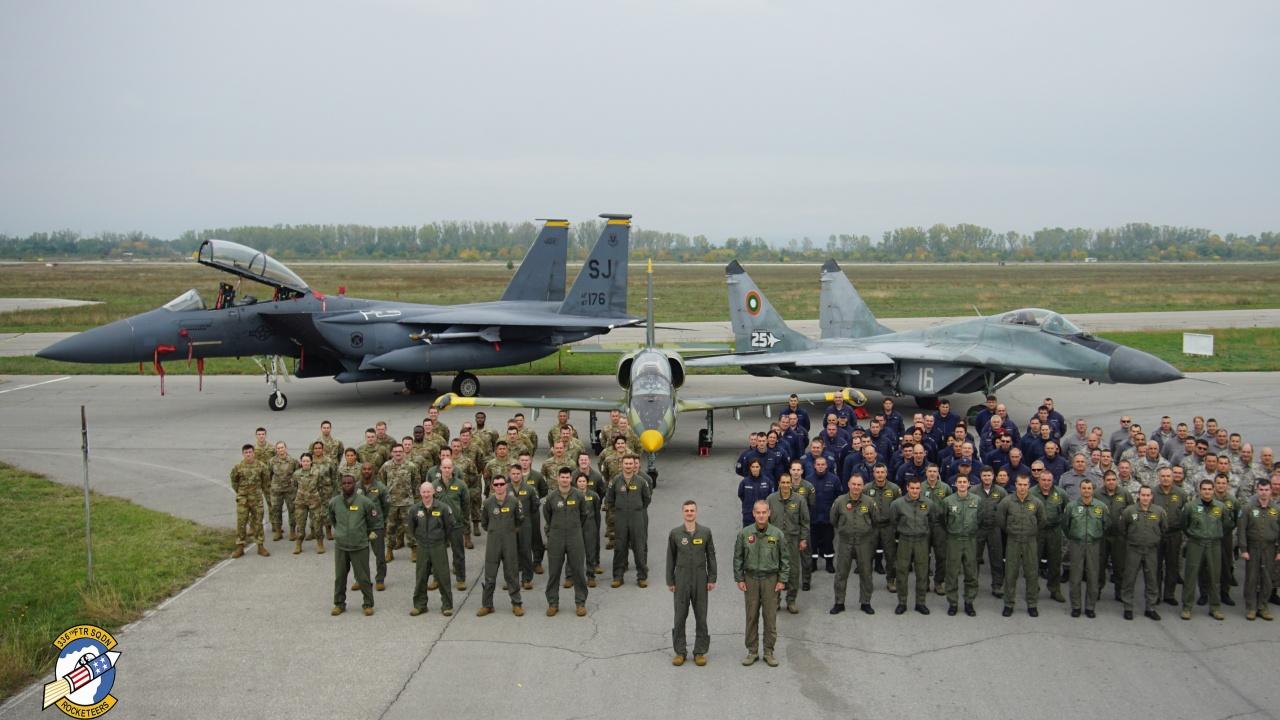 """Екипажи на F-15 E се пребазираха в авиобаза Граф Игнатиево за участие в българо-американската летателна тренировка """"Castle Forge - 2021"""""""