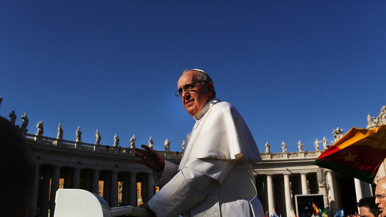 Френският премиер се срещна с папата в разгара на скандала около църквата във Франция