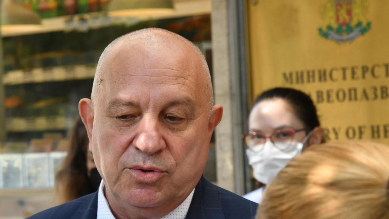 Зам.-здравният министър потвърди: Налага се въвеждането на нови COVID мерки
