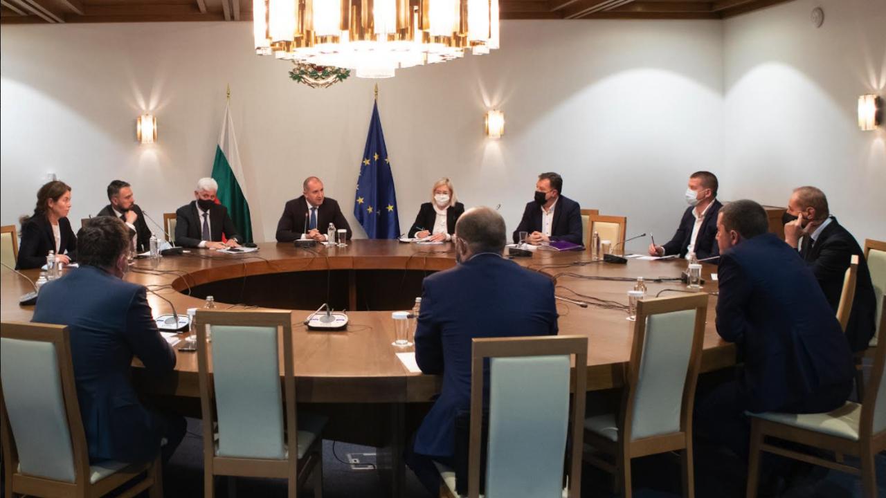 Президентът и кметове на общини обсъдиха мерките за защита на заетите във въглищната енергетика