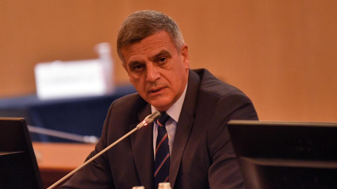 Стефан Янев се среща с областни управители и министри заради изборите
