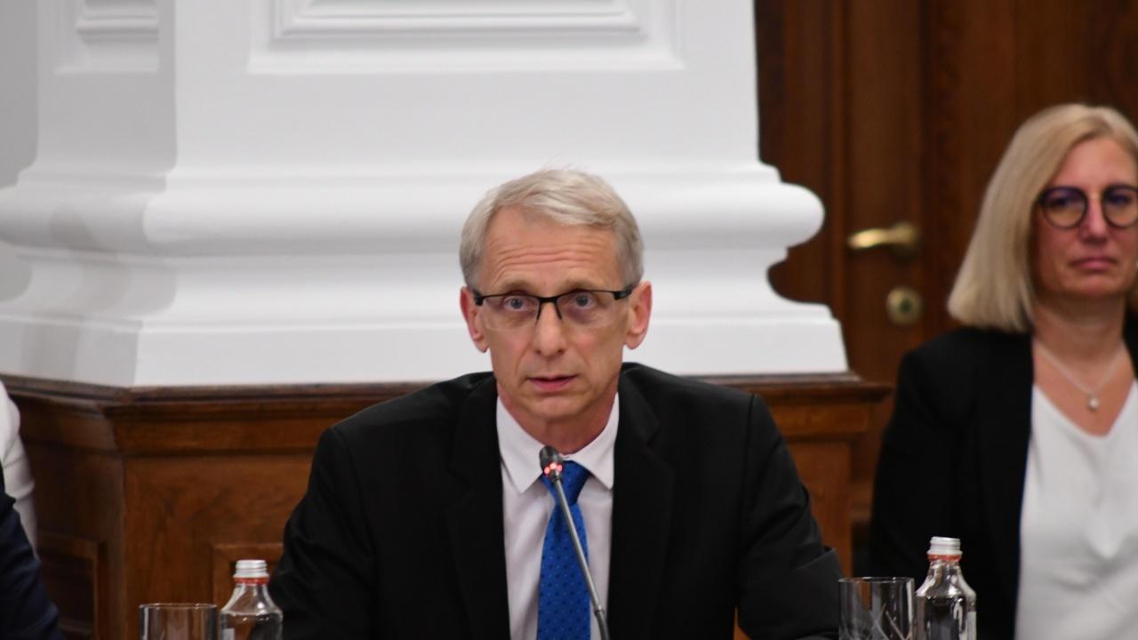 """Няма политическа репресия срещу""""Ученически отдих и спорт"""", увери образователният министър"""