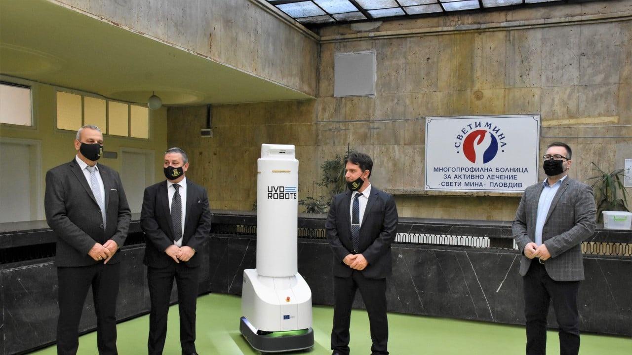 """Специален робот с UV-C лъчи дезинфекцира в МБАЛ """"Свети Мина"""""""