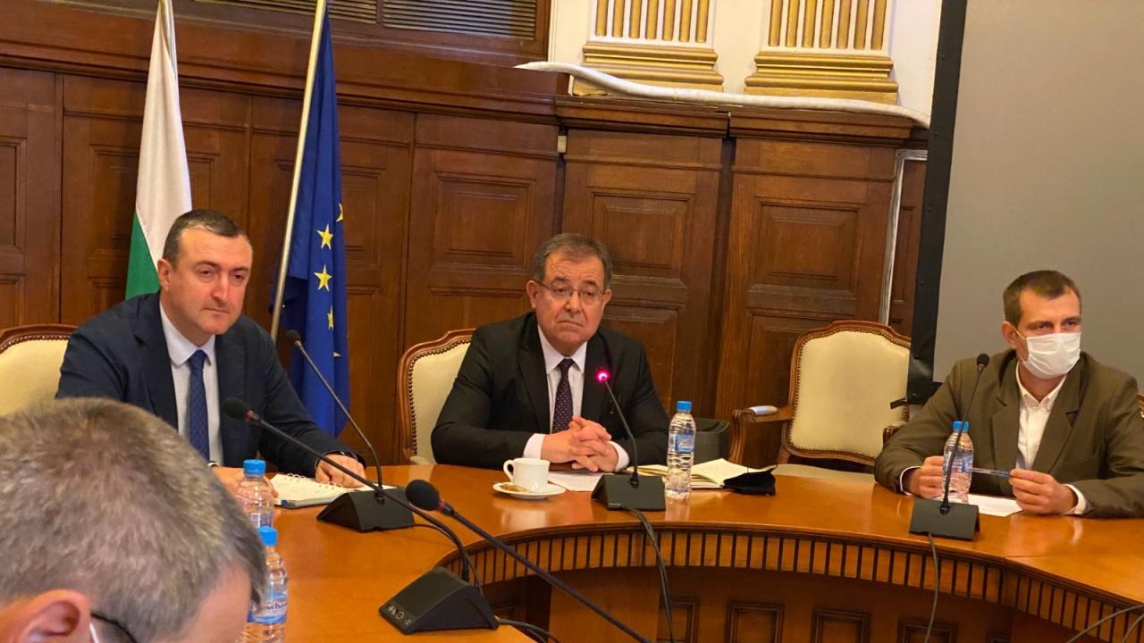 Министър Бозуков: Недопустимо е дървата за огрев да бъдат инструмент за предизборна агитация