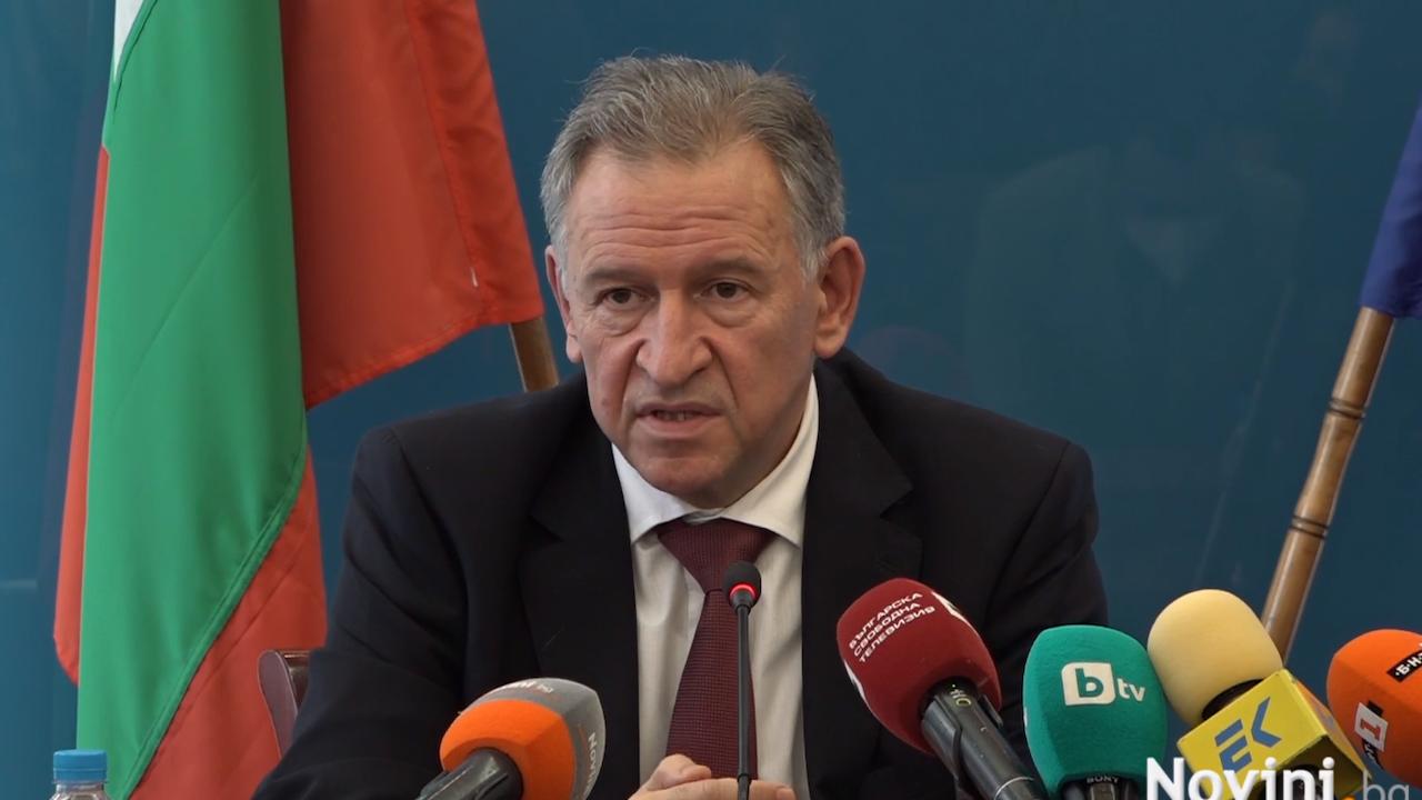 МинистърКацаров обяви въвеждането на задължителен сертификат за всички дейности на закрито