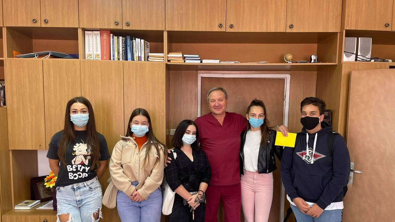 Ученици направиха дарение за МБАЛ - Асеновград