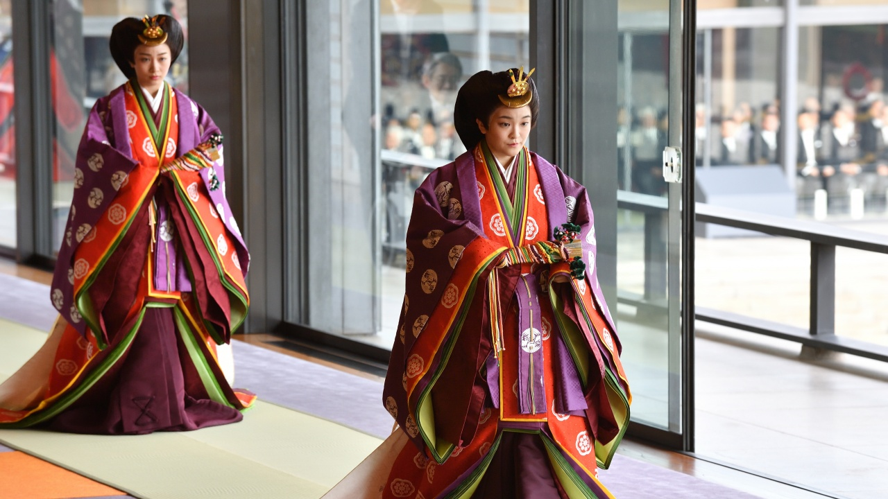 Японската принцеса Мако с нетрадиционна предбрачна молитва към предците си