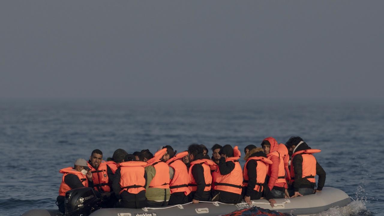 Испания улеснява легализирането на статута на непридружени млади мигранти