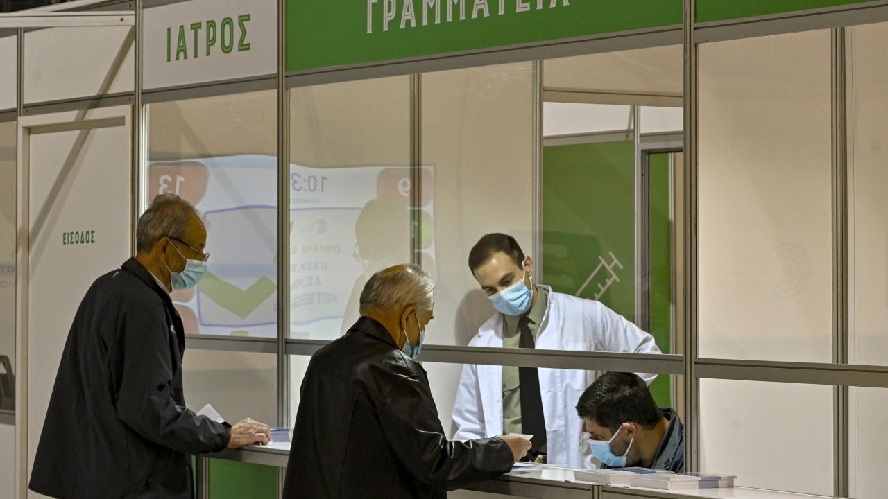 Натискът над здравната система в Гърция се засилва. Над 90% от отделенията са пълни