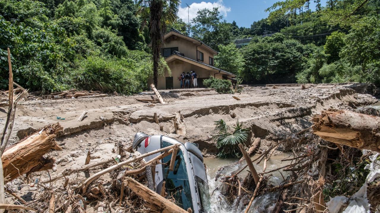 Най-малко 116 души в Индия и Непал са загинали при наводнения и свлачища