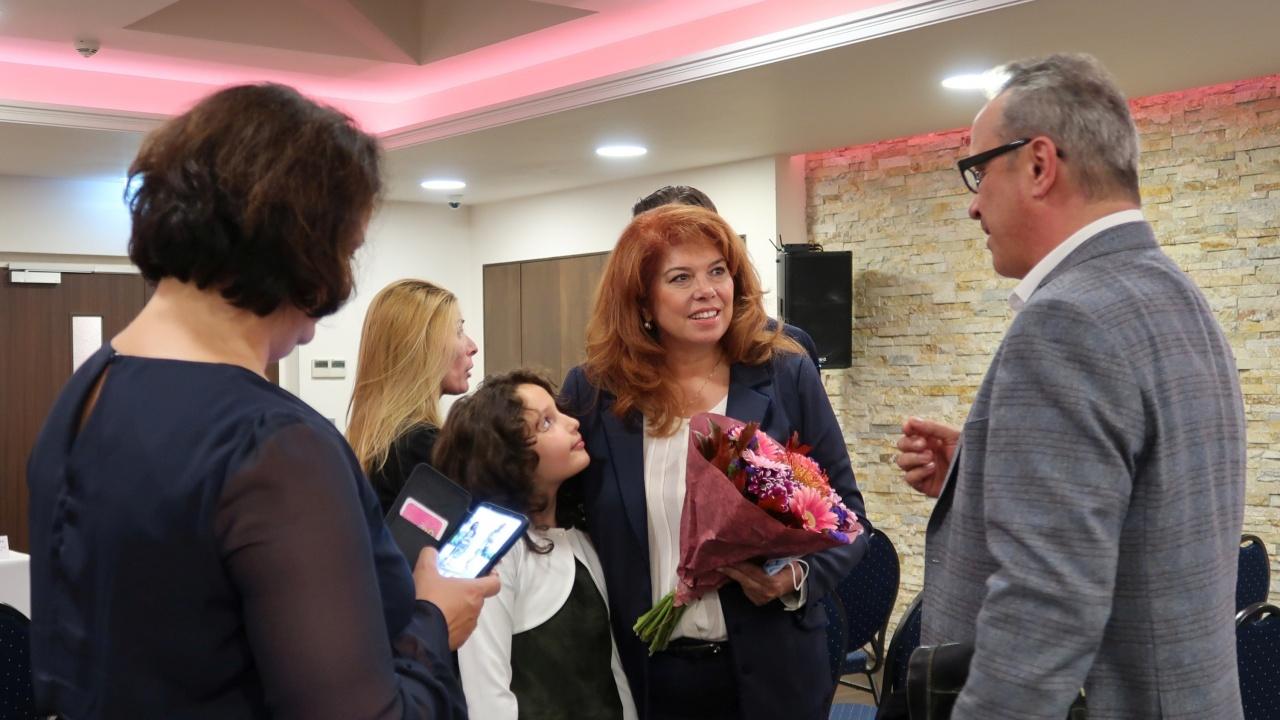 България има бъдеще – развитието на родината обсъдиха българи във Франкфурт с вицепрезидента Йотова
