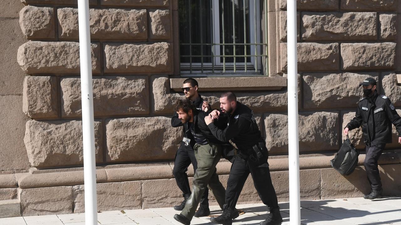 Има задържан за нападението над министър Денков