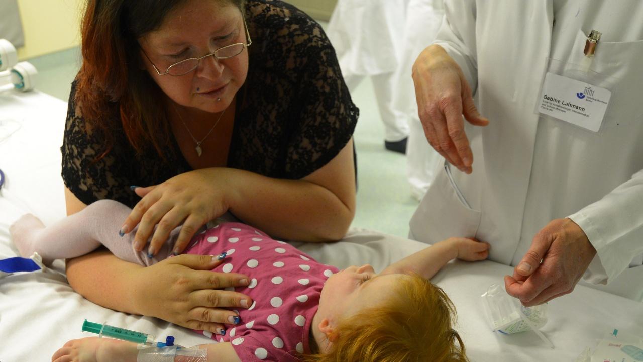 Педиатър: Бебетата до 1 година и тийнейджърите – с най-голям риск от тежко боледуване от COVID-19