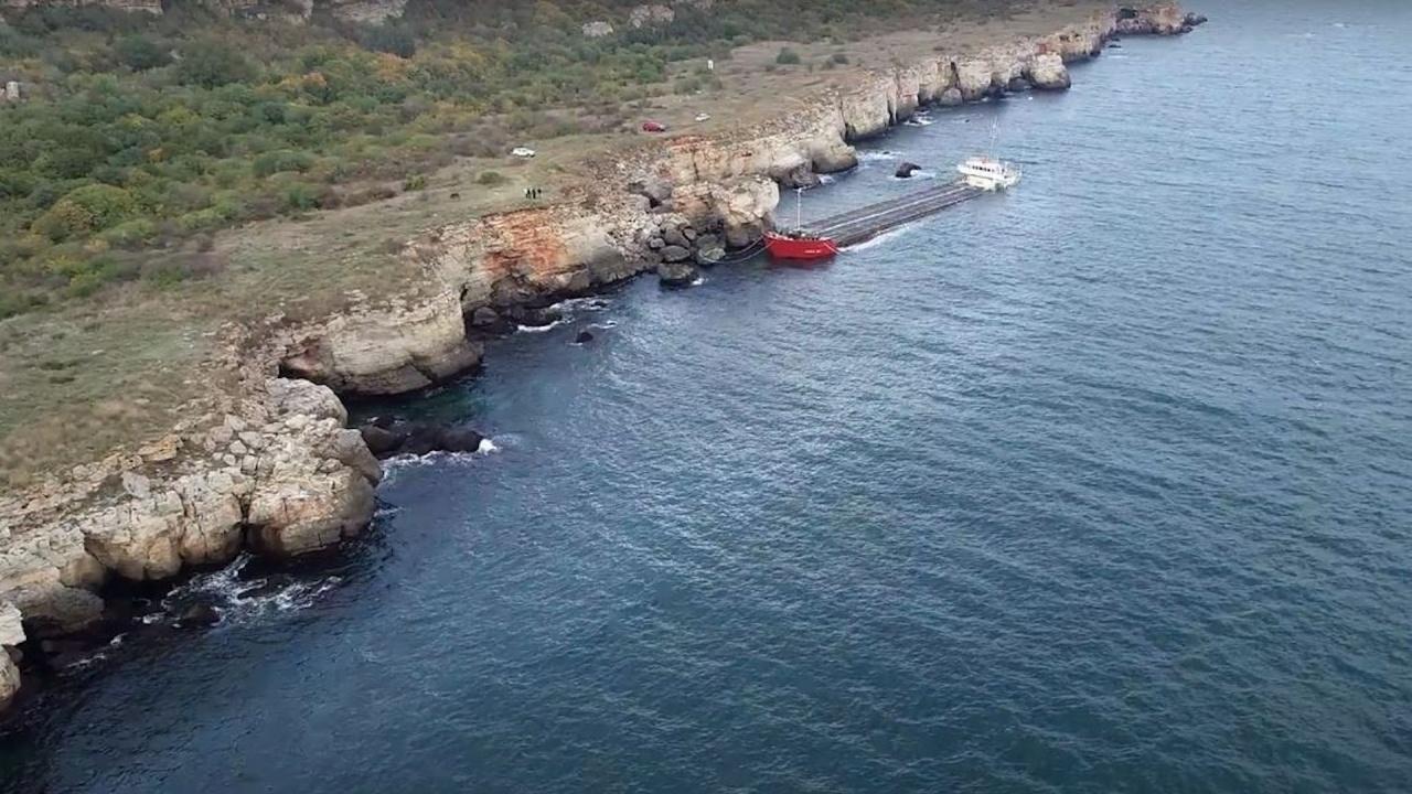 """Разтоварването на кораба """"Вера Су"""" ще елиминира риска от замърсяване на морските води"""