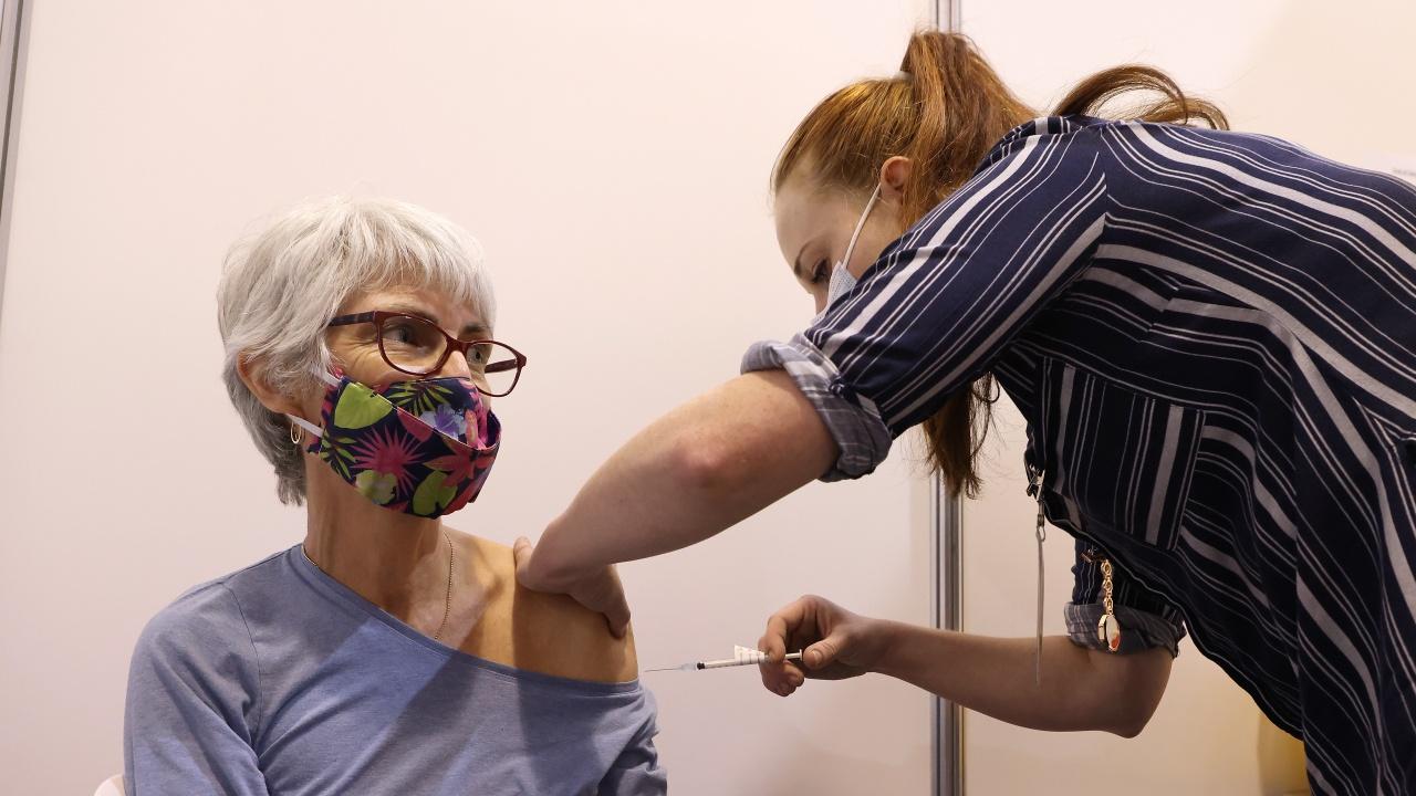 Ваксинацията срещу COVID-19 е предотвратила около 8400 смъртни случая в Гърция