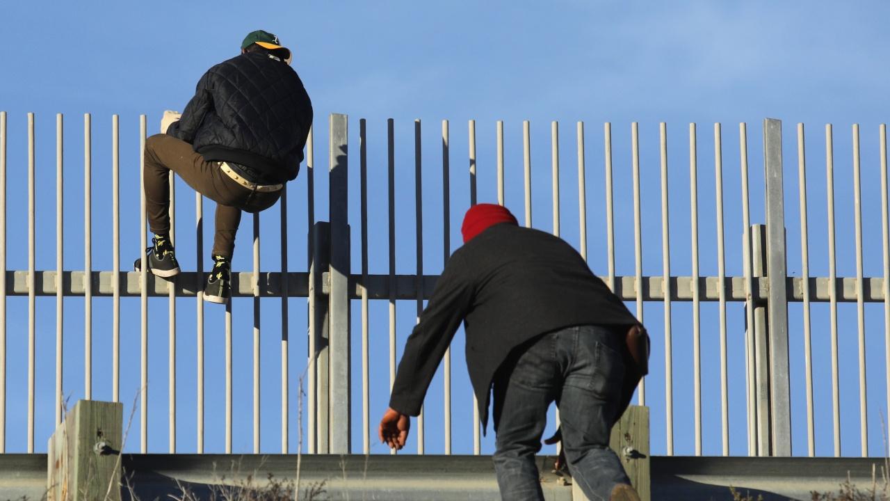 Литва: Към 7000 мигранти може би чакат да влязат незаконно в ЕС  през границата с Беларус