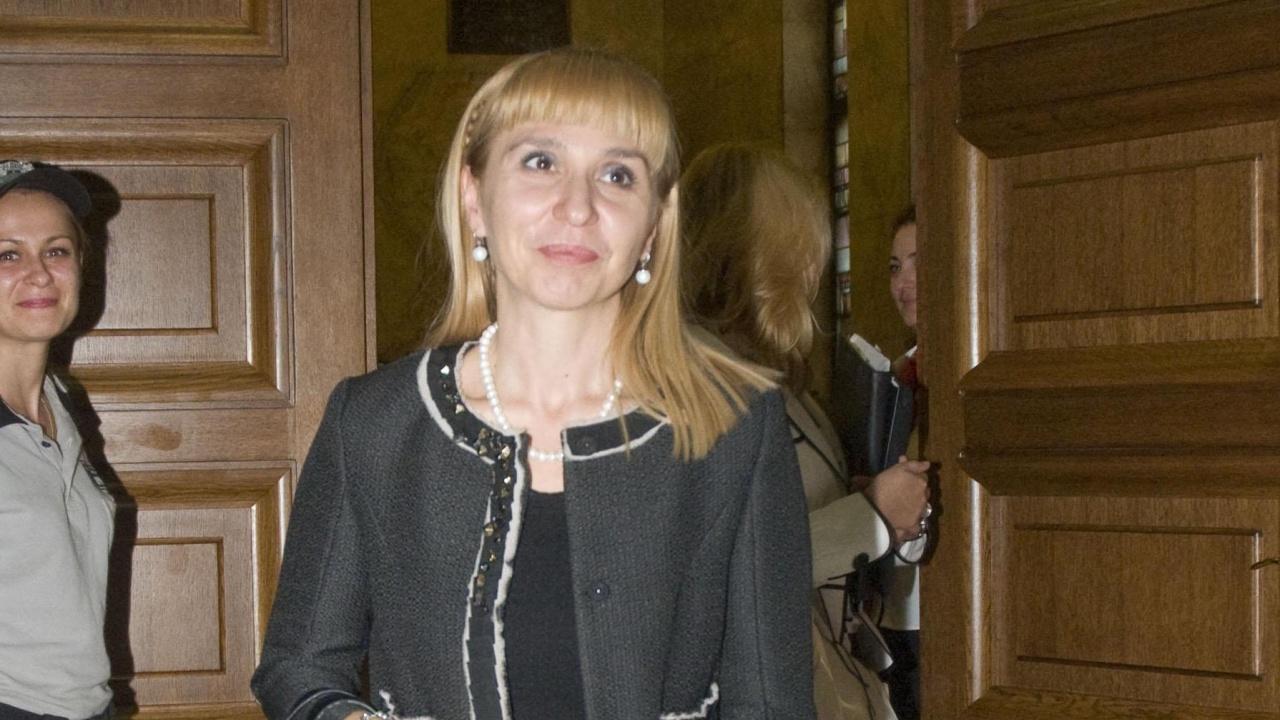 Омбудсманът Диана Ковачева поиска безплатни антигенни тестове и сертификати за антитела
