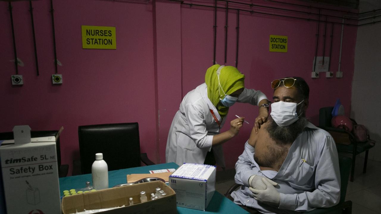 В Индия са поставени вече един милиард дози ваксина срещу COVID-19