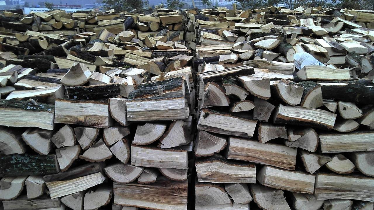 10 хиляди домакинства са се запасили с дърва за огрев, търсенето е по-слабо