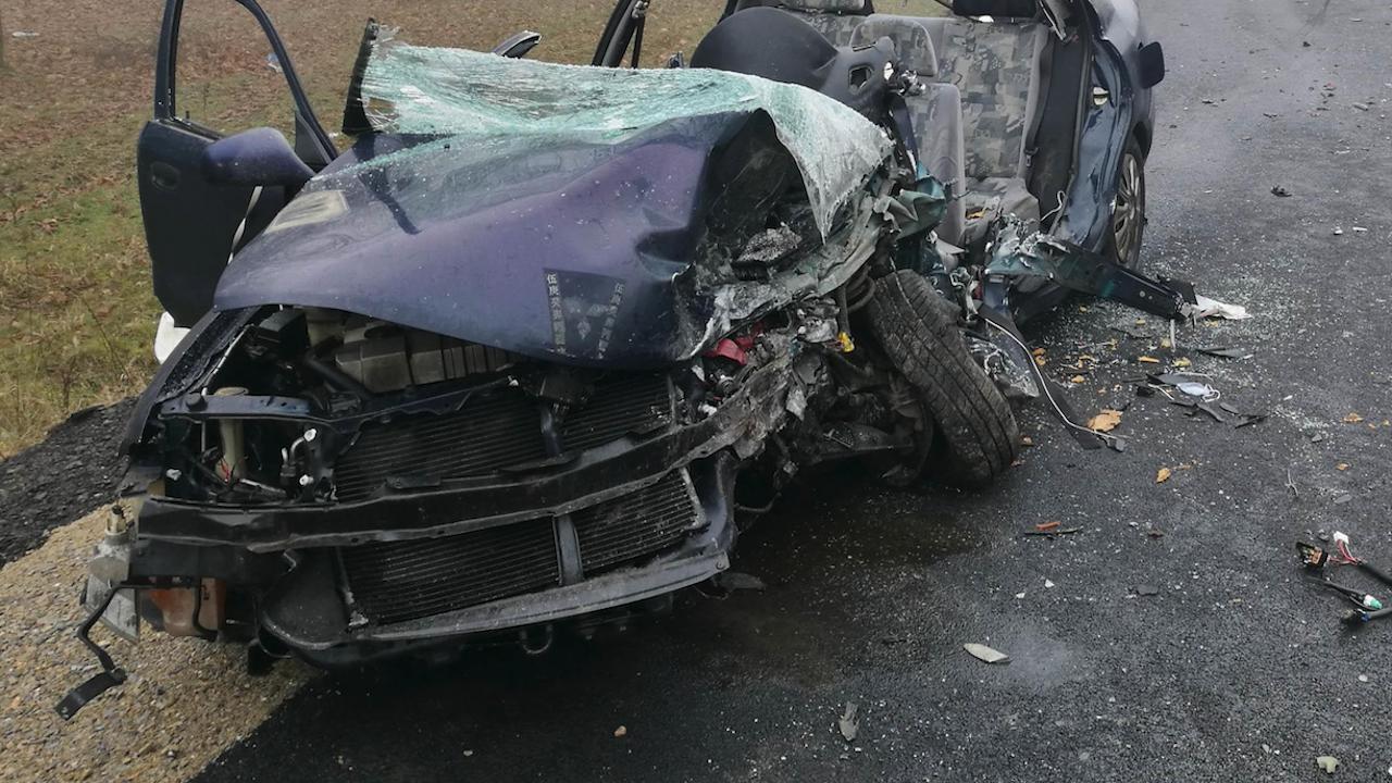 Шофьор катастрофира в крайпътна нива и загина