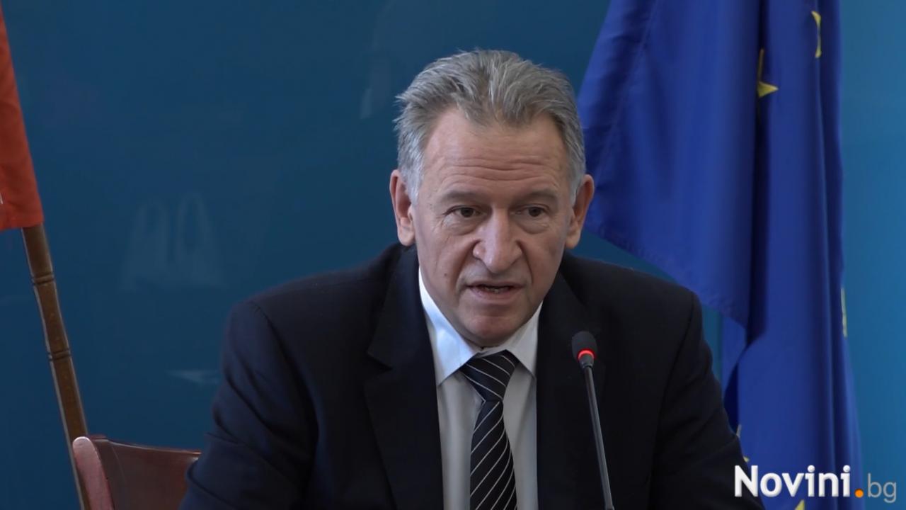 Здравният министър обяви, че в заповедта за новите мерки предстоят корекции