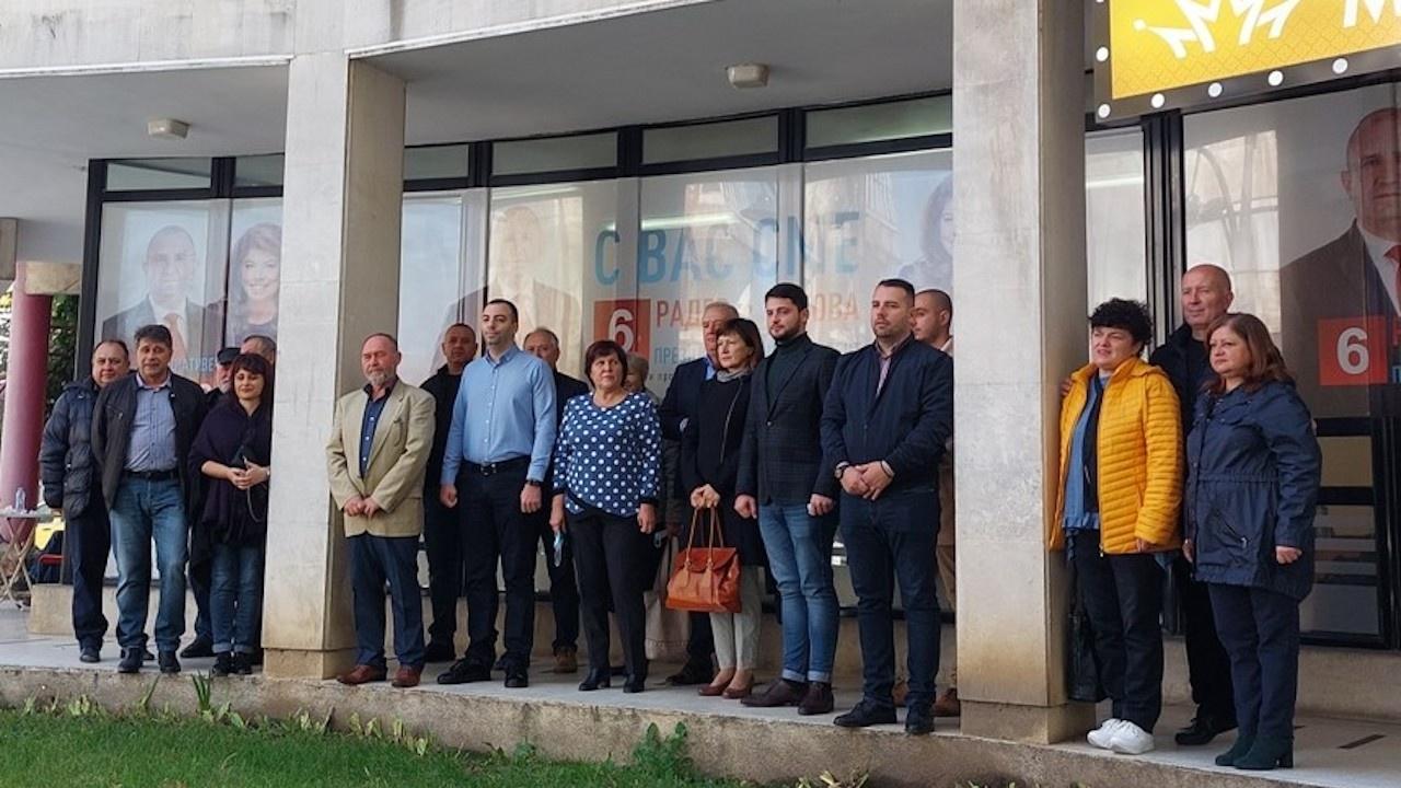 """Представиха членовете на Инициативния комитет """"Радев-Йотова"""" в Силистра"""