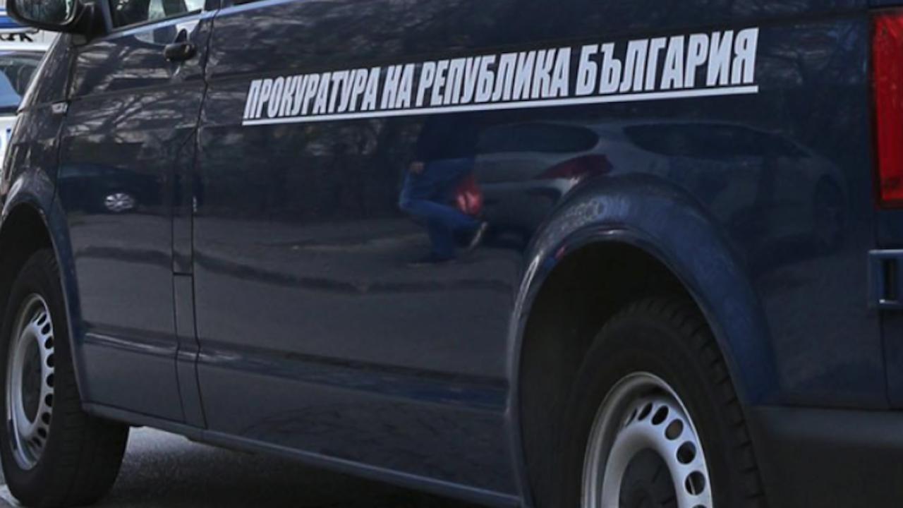 Собственици на транспортни фирми и общински служители отиват на съд за документни измами