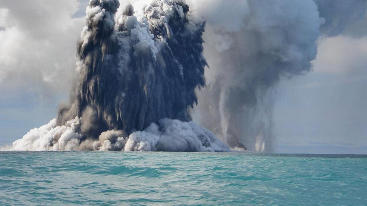 Учени документираха образуването на подводен вулкан край брегове на Африка