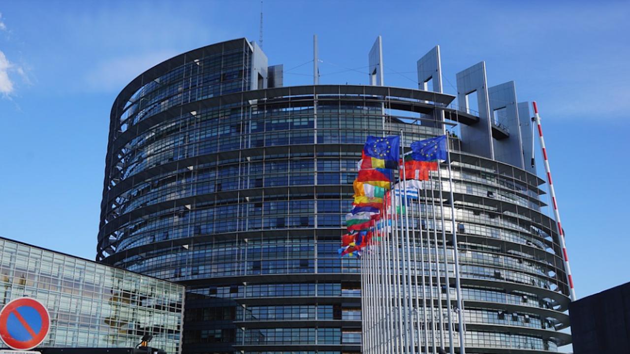 ЕП осъди опита да се подкопае върховенството на правото на ЕС и призовава Съвета и Комисията спешно да защитят народа на Полша и Съюза