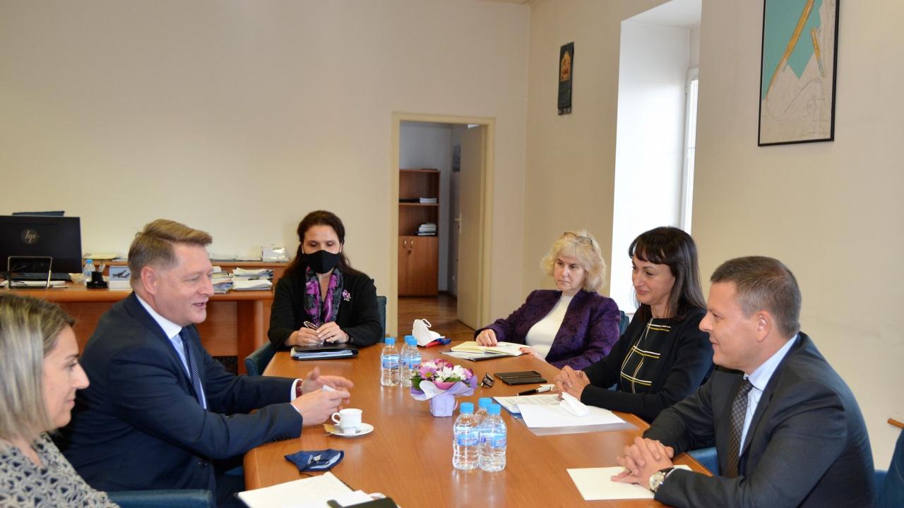 Транспортният министър: Европейският орган по труда да съдейства за прозрачност на изискванията към командированите работници