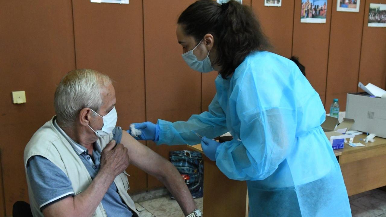 Четири пъти повече желаещи да се ваксинират срещу COVID-19 в Пазарджик