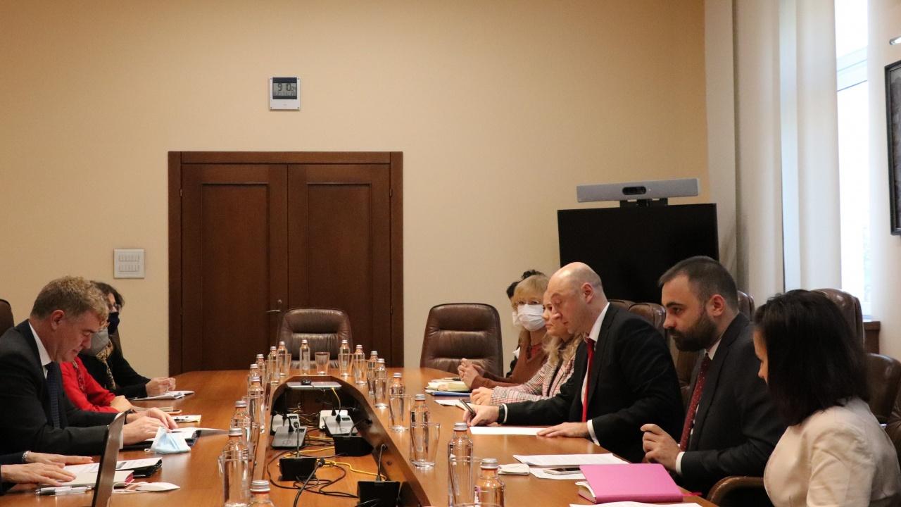 """Министър Белчев се срещна с генералния директор на ГД """"Реформи"""" Марио Нава"""